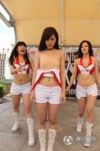 Choáng với nữ diễn viên Đài loan tuột áo lộ ngực2